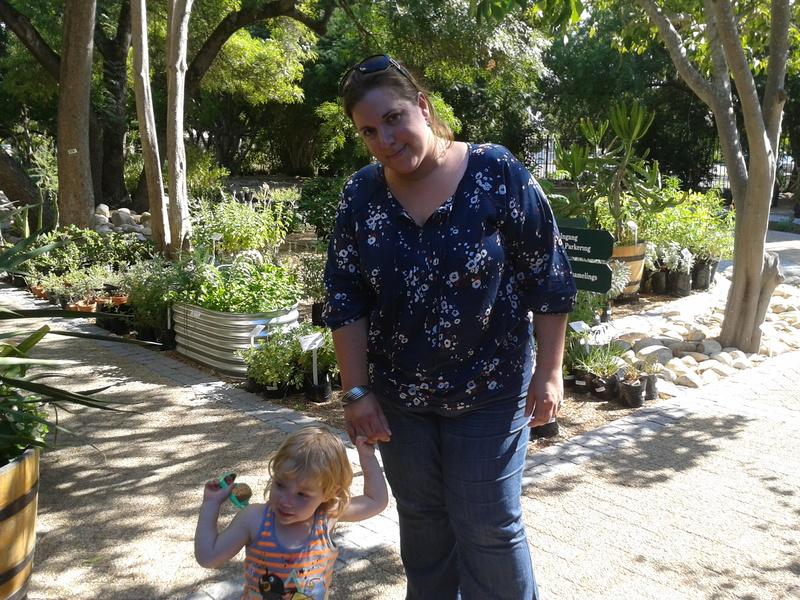 chantelle lotter and jessica lotter in stellenbosch botanical gardens