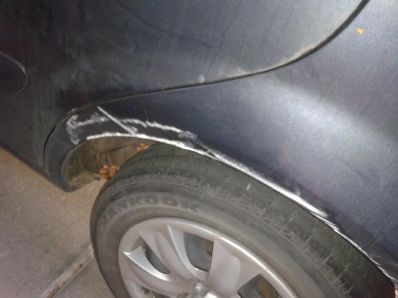 hyundai getz wheel arch scratch 1
