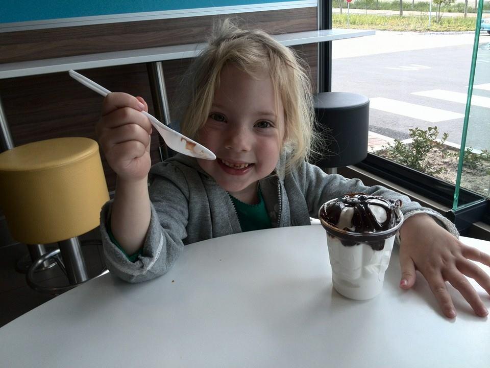 jessica lotter eating mcdonalds chocolate sundae ice cream