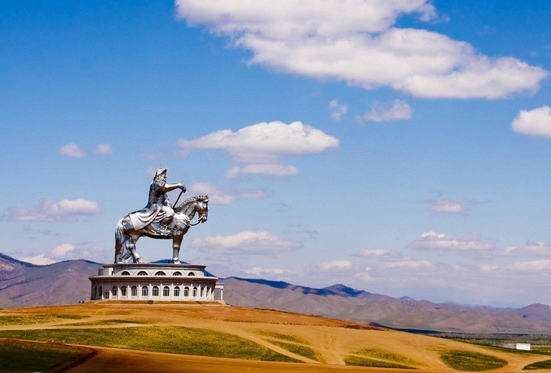 things to see in mongolia gigantic genghis khan equestrian statue 5