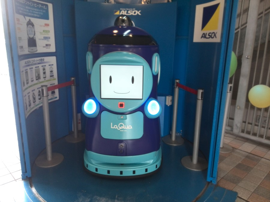LaQua greeting robot in Tokyo Dome City