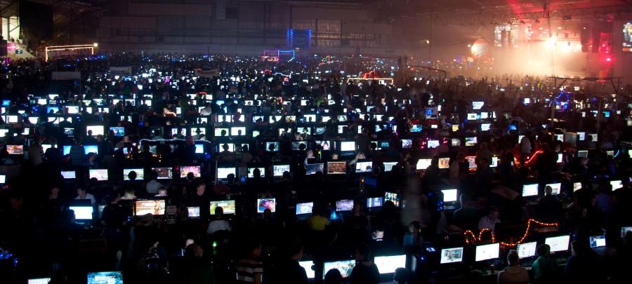 computer lan party - at night