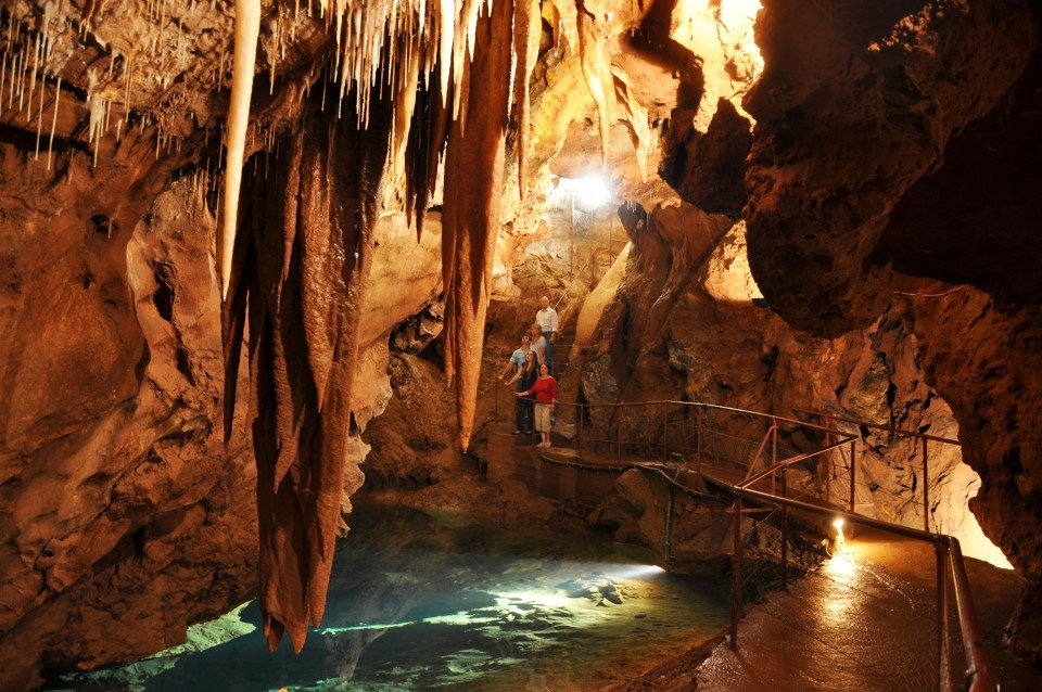 australia new south wales blue mountains limestone jenolan caves 1