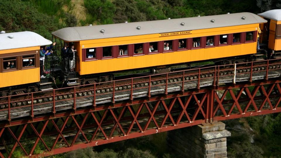 new zealand south island dunedin railways taieri gorge limited train ride 2