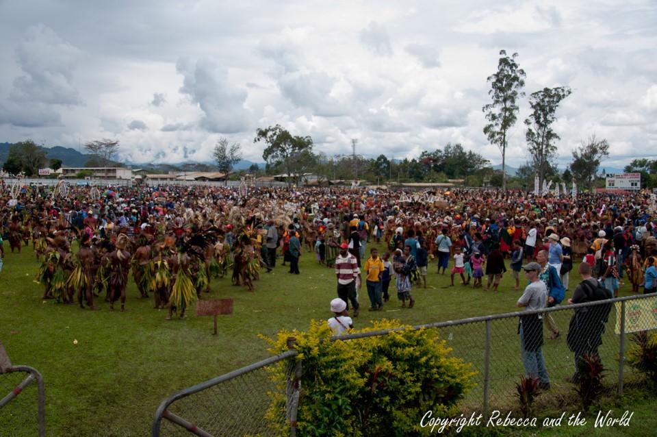 papua new guinea tribal gathering sing-sing goroka show 10
