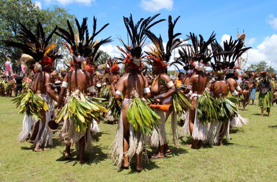 papua new guinea tribal gathering sing-sing goroka show 4