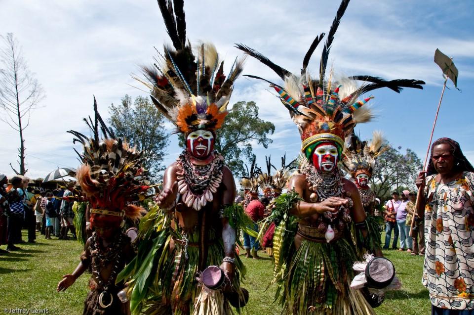 papua new guinea tribal gathering sing-sing goroka show 8