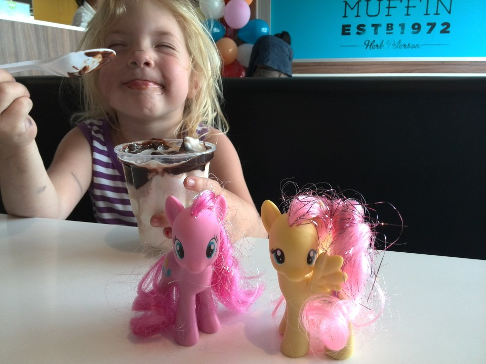 IMG_20141115_145628 fluttershy, pinky pie and jessica eating ice cream