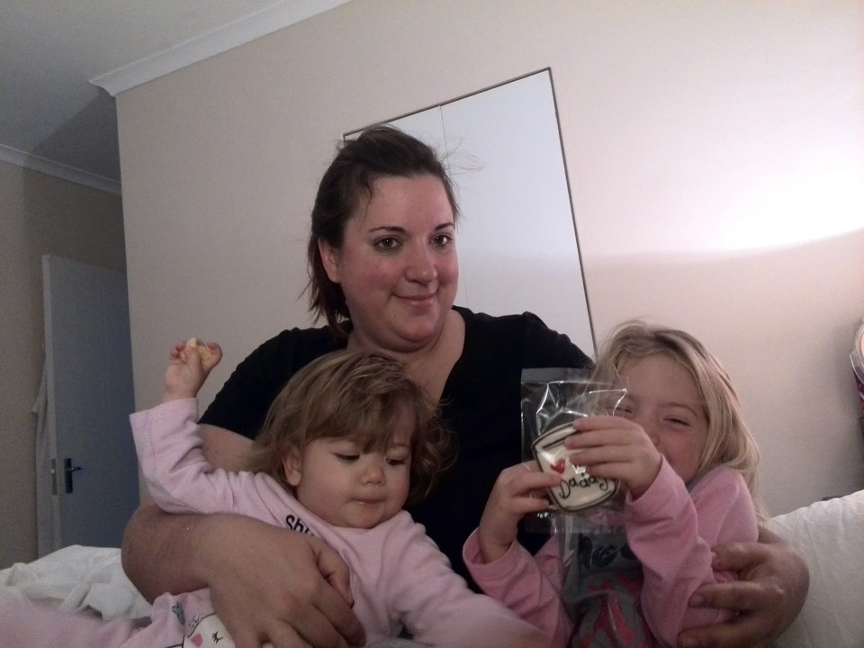 IMG_20150621_083010 chantelle lotter with the girls and their father's day cookies