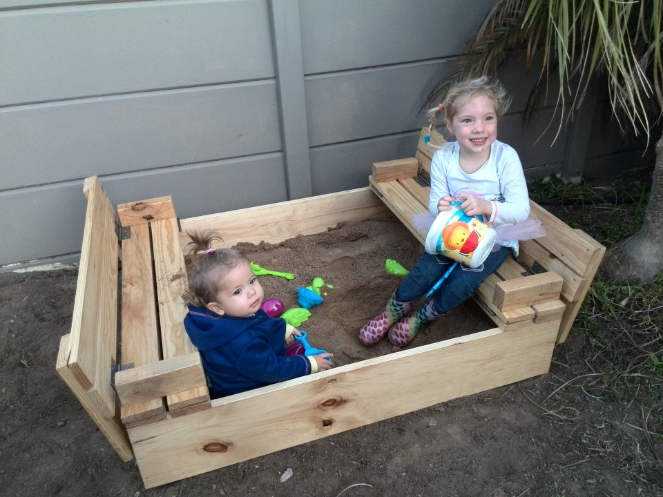 IMG_20150706_171803 emily and jessica lotter playing in their new sandbox from pallet couches