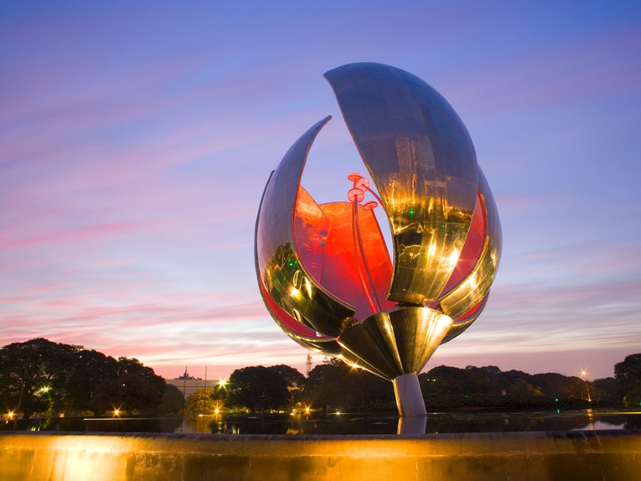 things to see in argentina floralis generica flower sculpture in buenos aires 3