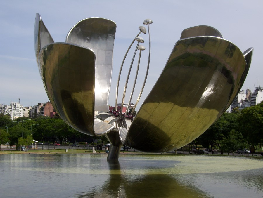 things to see in argentina floralis generica flower sculpture in buenos aires 7