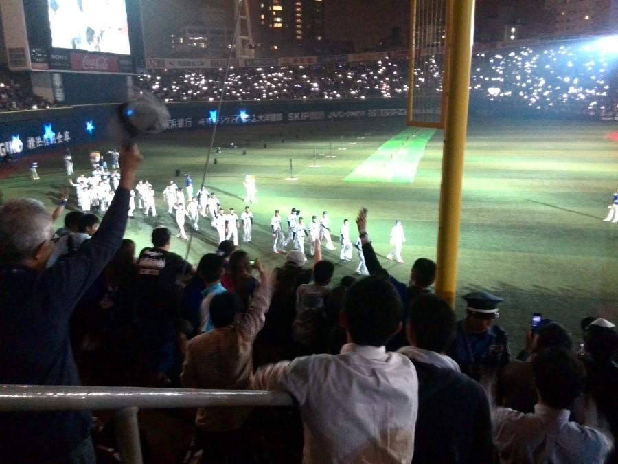 IMG_20141002_214339 yokohama dena baystars players salute fans at yokohama stadium
