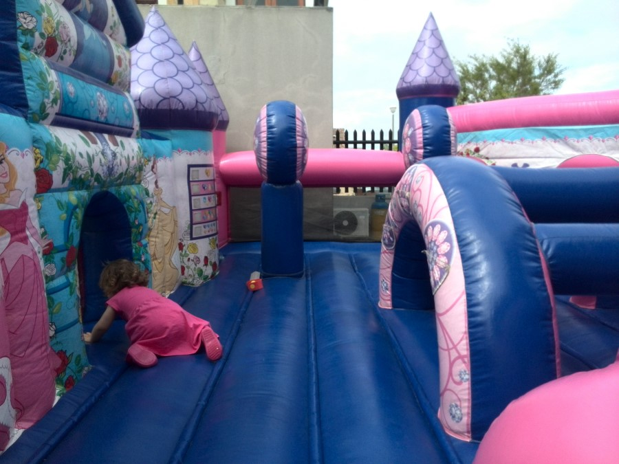 IMG_20150926_115613 emily in the jumping castle