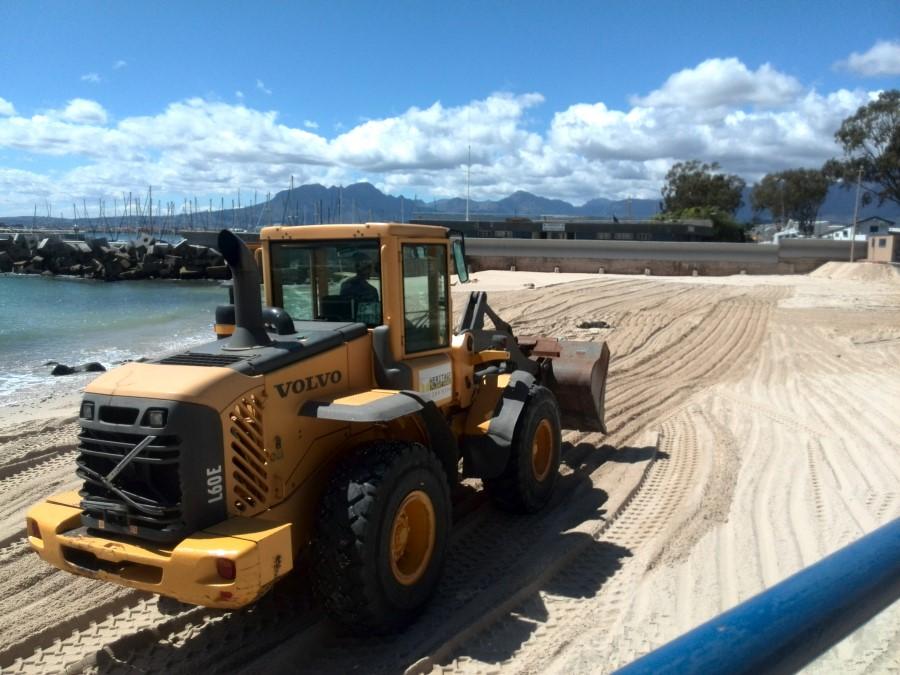 IMG_20151102_141656 gordons bay bikini beach bulldozer clean sand