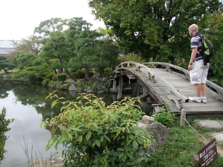 DSC07504 ryan lotter on bridge at shosei-en garden in kyoto
