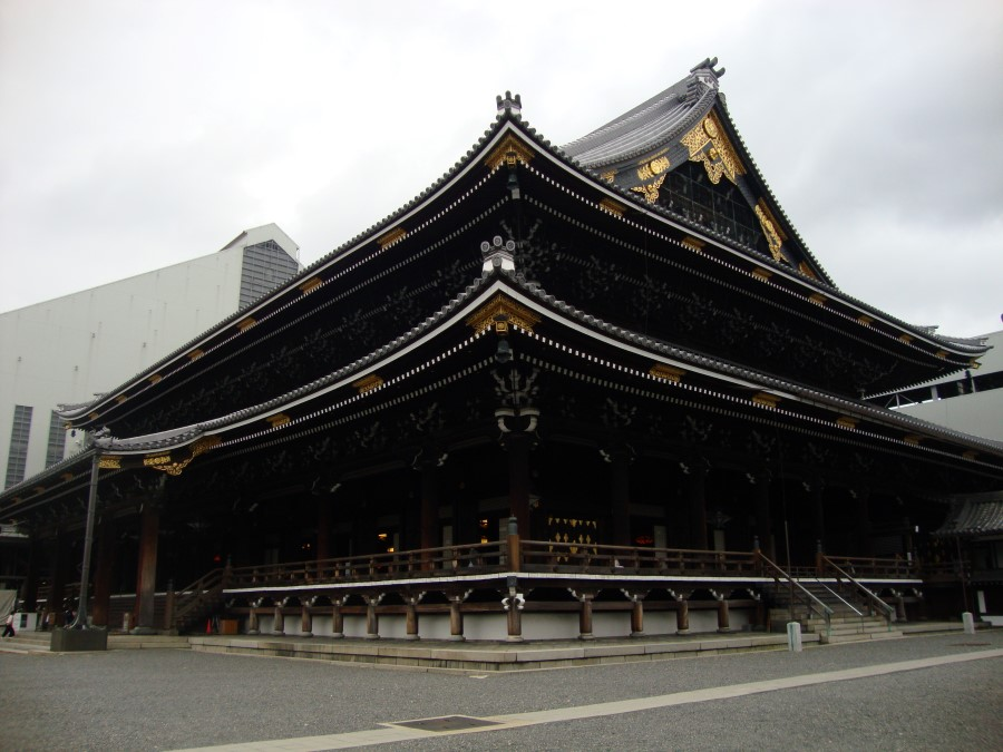 DSC07535 view of the great hall in the Higashi Honganji temple complex in kyoto