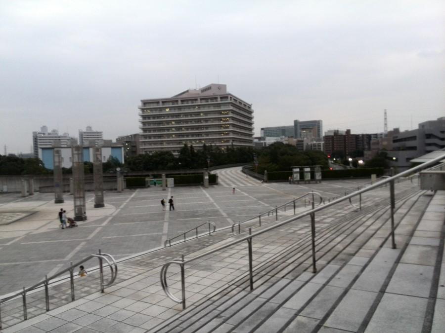IMG_20141004_165757 stairs above the plaza at the nissan stadium in yokohama