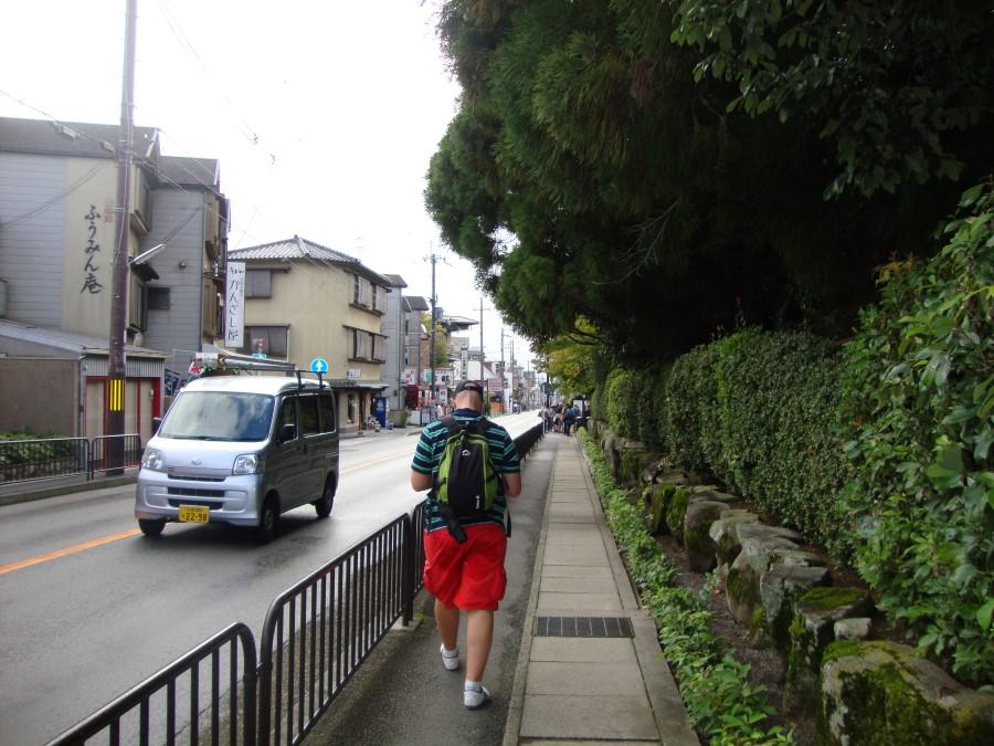 DSC07706 walking the narrow streets of kyoto