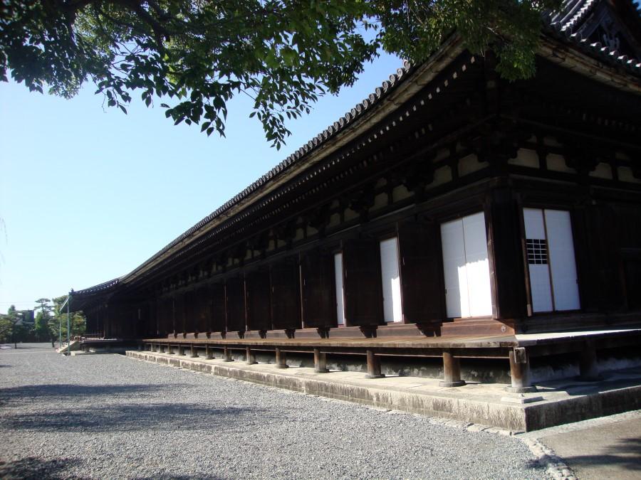 DSC07726 long wooden sanjusangendo temple building, kyoto
