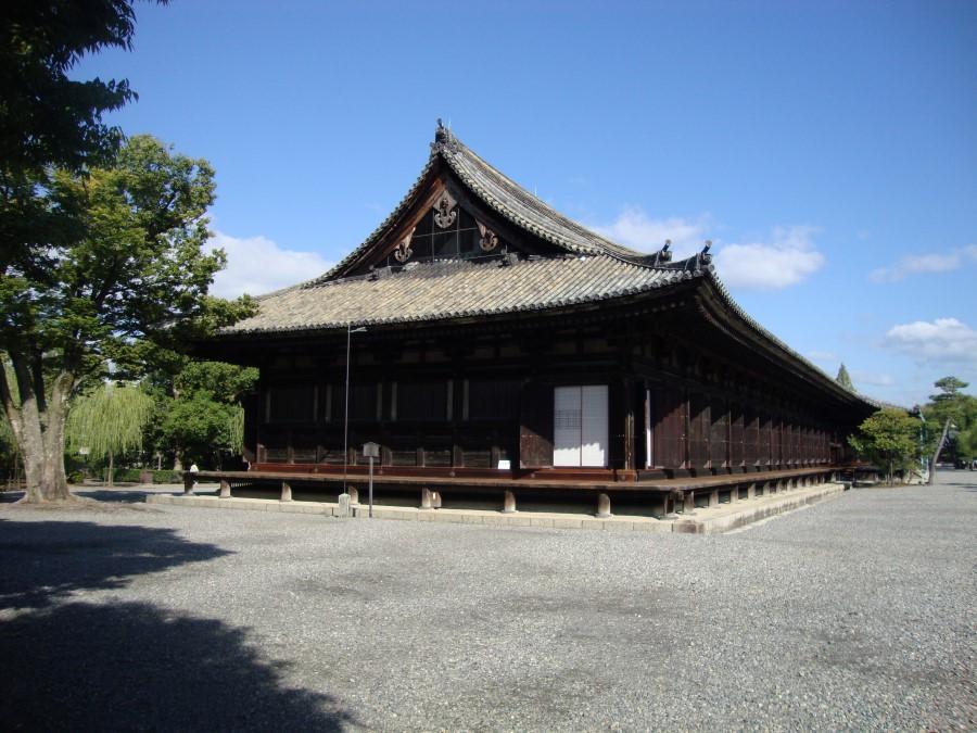 DSC07742 long wooden sanjusangendo temple building, kyoto