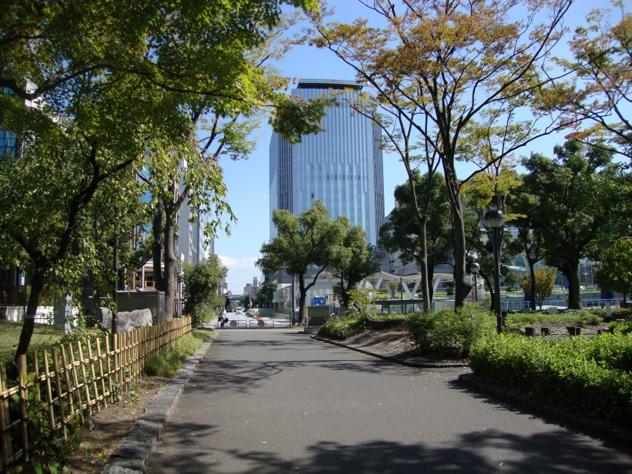DSC07797 walking through hisaya odori park, nagoya, japan