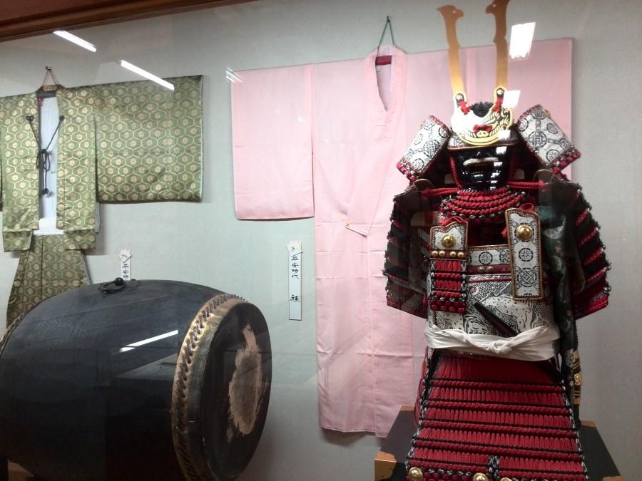 IMG_20141009_150734 samurai armour and drum at the yoshinaka yakata museum in miyanokoshi, japan