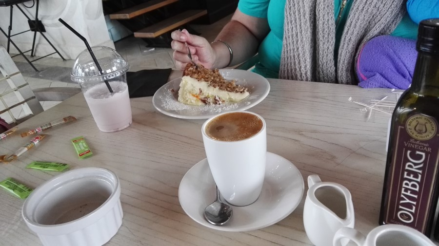 IMG_20160313_165648 coffee and cake at tredici restaurant, bakery, coffee shop in swellendam