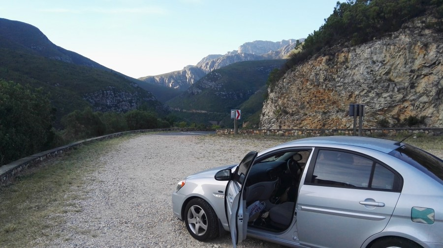 IMG_20160415_171030 hyundai accent in front of the beautiful scenery of tradouw pass in south africa