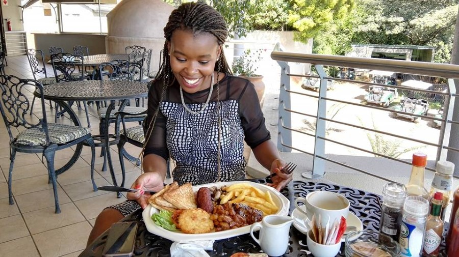 IMG_20160412_10 Athi Myoli eating breakfast at the restaurant at Victoria Country Club in Pietermaritzburg