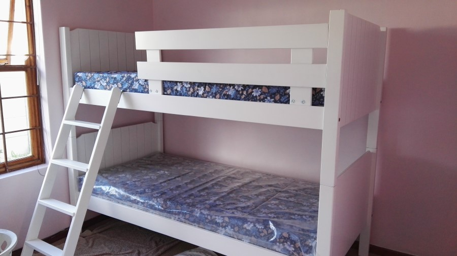 Jessica And Emily Get A Double Bunk Bed To Share 2016 05