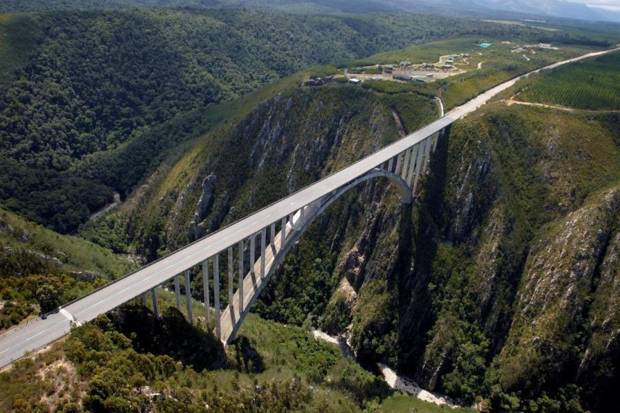 bungy jump the bloukrans bridge on the n2 nature's valley, tsitsikamma south africa 3