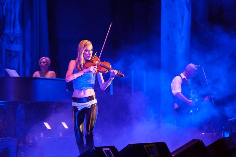 amadeus rocks barnyard theatre willowbridge electric violin in action