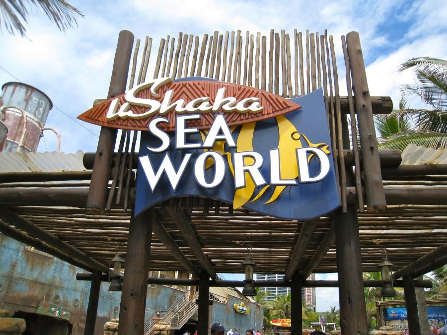 sea-world-sign-at-ushaka-marine-world-theme-park-in-durban-south-africa