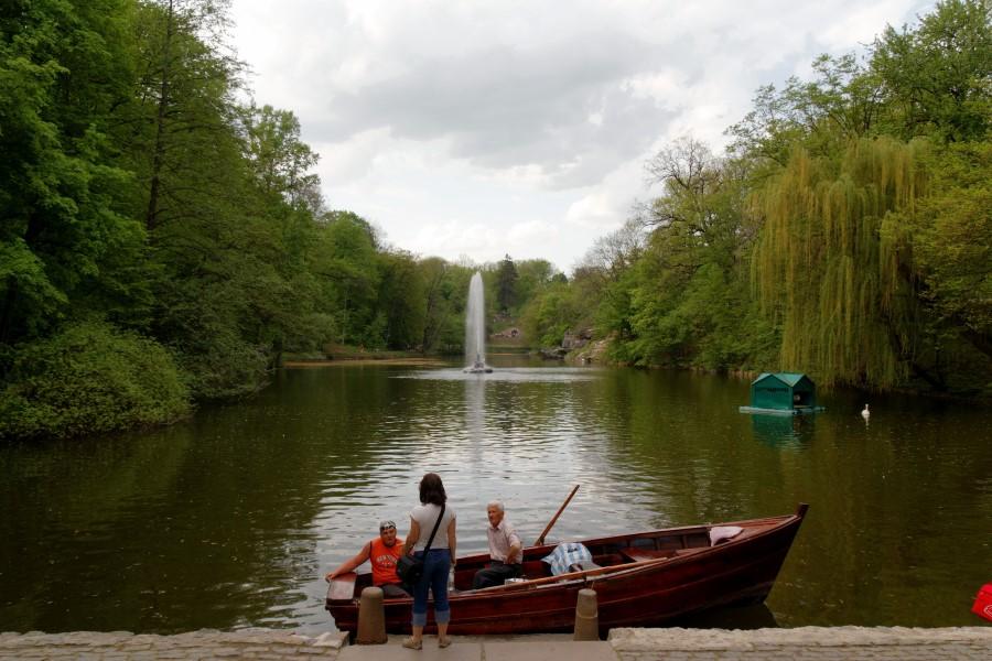 sofiyivsky-park-in-uman-in-ukraine-boat-on-the-ionic-sea