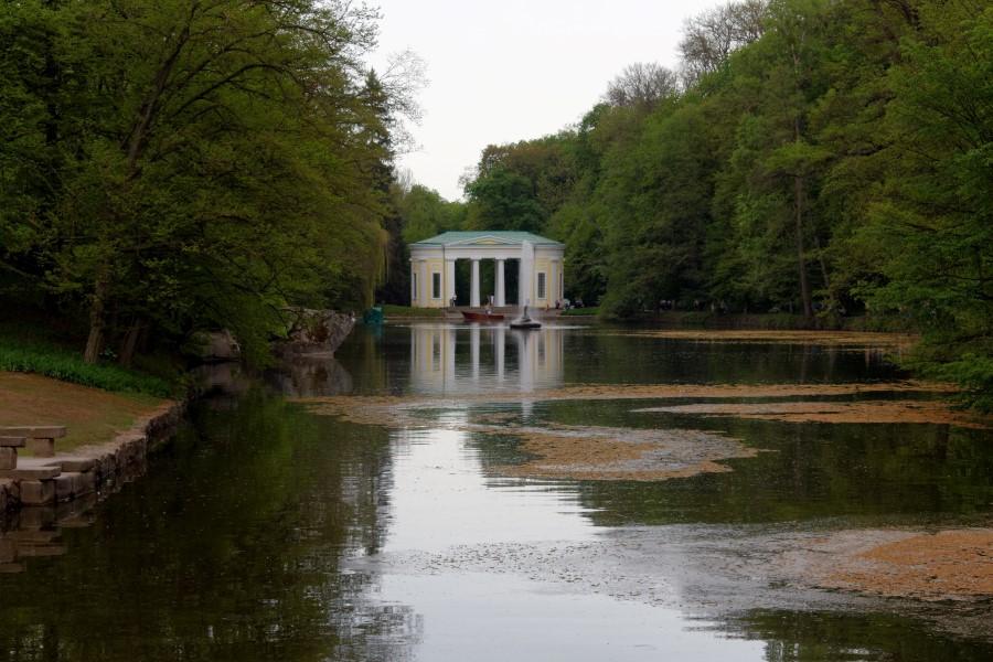 sofiyivsky-park-in-uman-in-ukraine-pavillion-and-ionic-sea