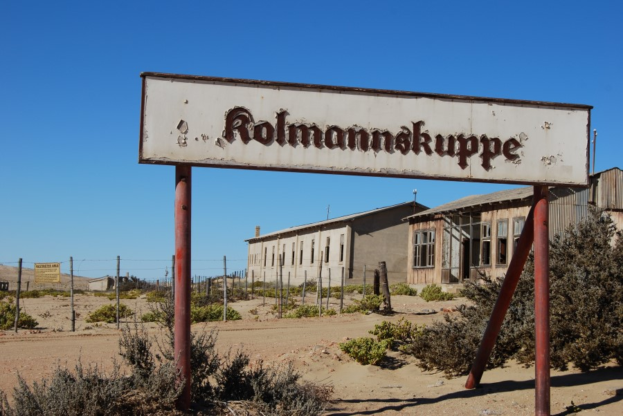 desert-sand-and-the-abandoned-mining-town-of-kolmanskop-in-namibia-3