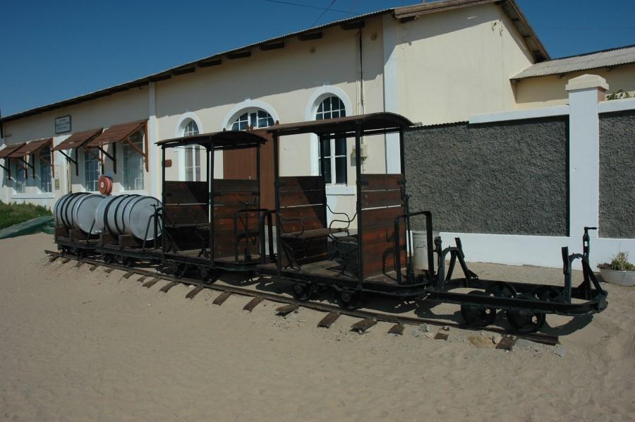 desert-sand-and-the-abandoned-mining-town-of-kolmanskop-in-namibia-8